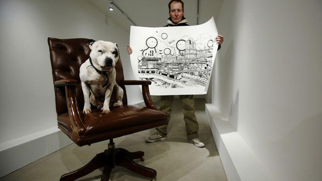 Un perro le salva la vida y ahora cuenta lo que sucedió en un libro