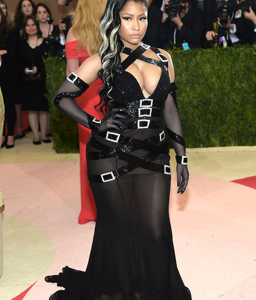 Nicki Minaj vestida de Moschino