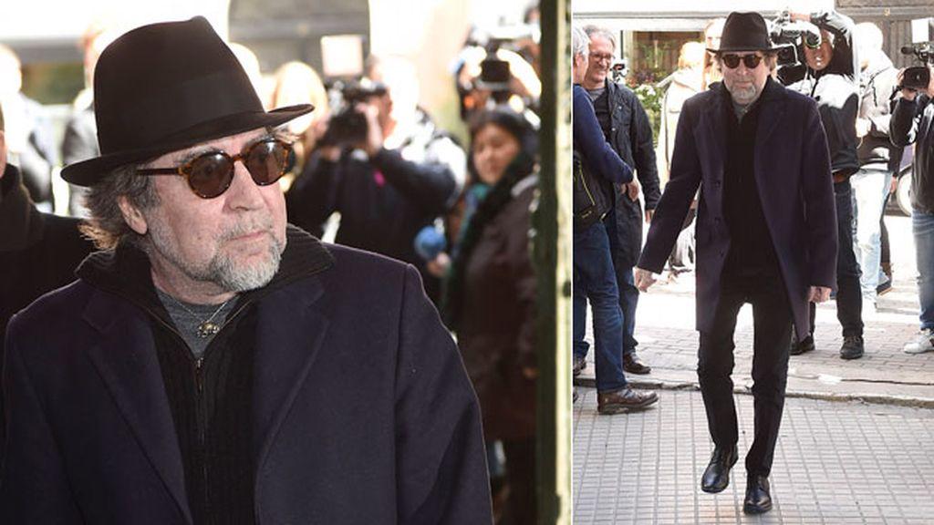 Joaquín Sabina acude a la capilla ardiente de Manolo Tena