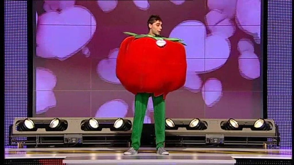 Un tomate que juega a la gallina ciega