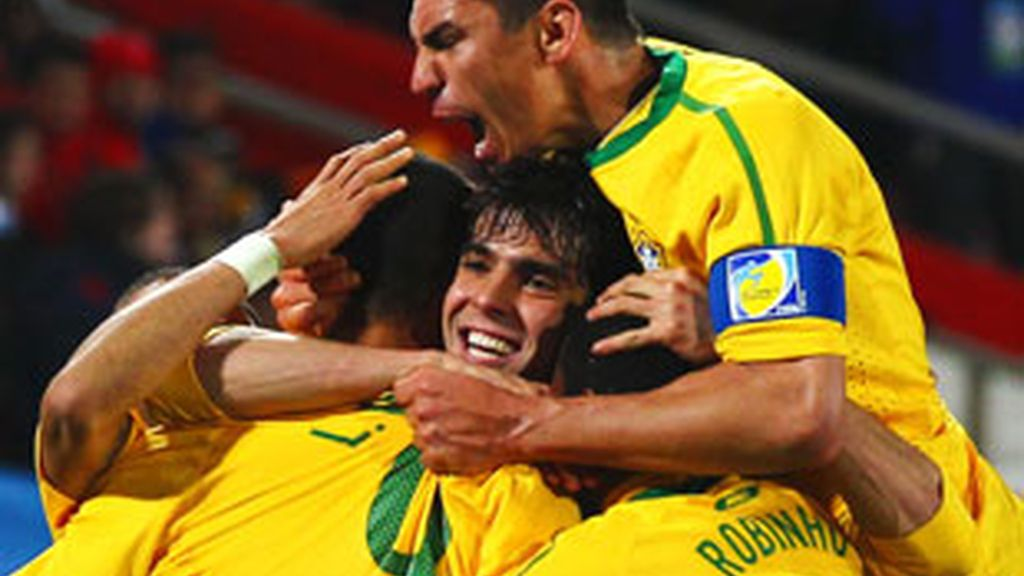 Los jugadores de Brasil celebran uno de los goles ante Chile. Foto: Getty