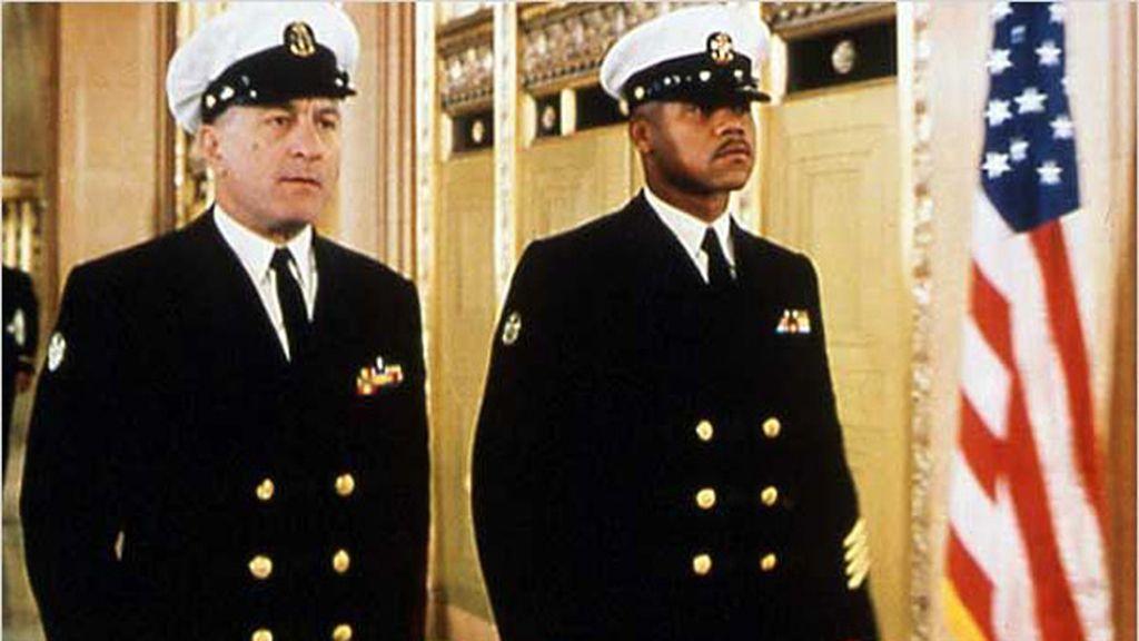 De Niro y Cuba Gooding Jr. narran una historia de superación y perseverancia en 'Hombres de honor'