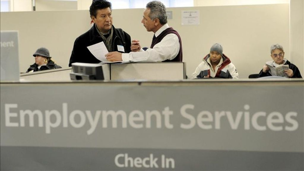 De acuerdo con el Departamento de Trabajo, en diciembre el índice de desempleo bajó cuatro décimas y se ubicó en el 9,4 por ciento de la fuerza laboral. Sin embargo, la creación de empleos sigue siendo lenta. EFE/Archivo