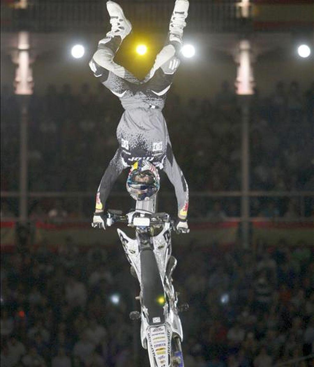 El piloto australiano Robbie Maddison se hizo con la victoria en el Red Bull X-Fighter de Madrid, cuarta cita del certamen, al derrotar en la gran final al suizo Matt Ribeaud en la prueba disputada esta noche en la plaza de Las Ventas, en Madrid. EFE