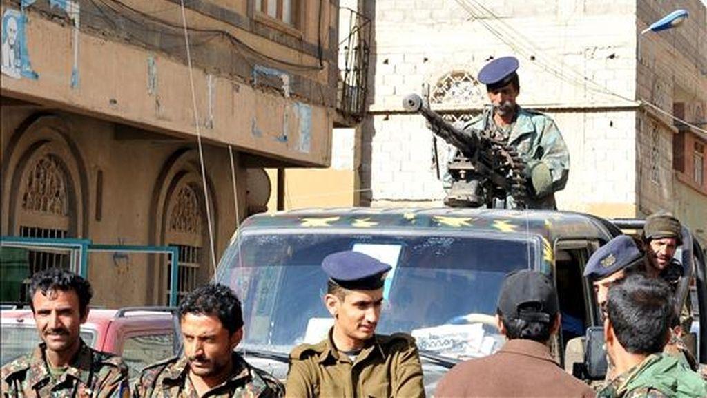 Soldados yemeníes patrullan las calles de Saná. EFE/Archivo