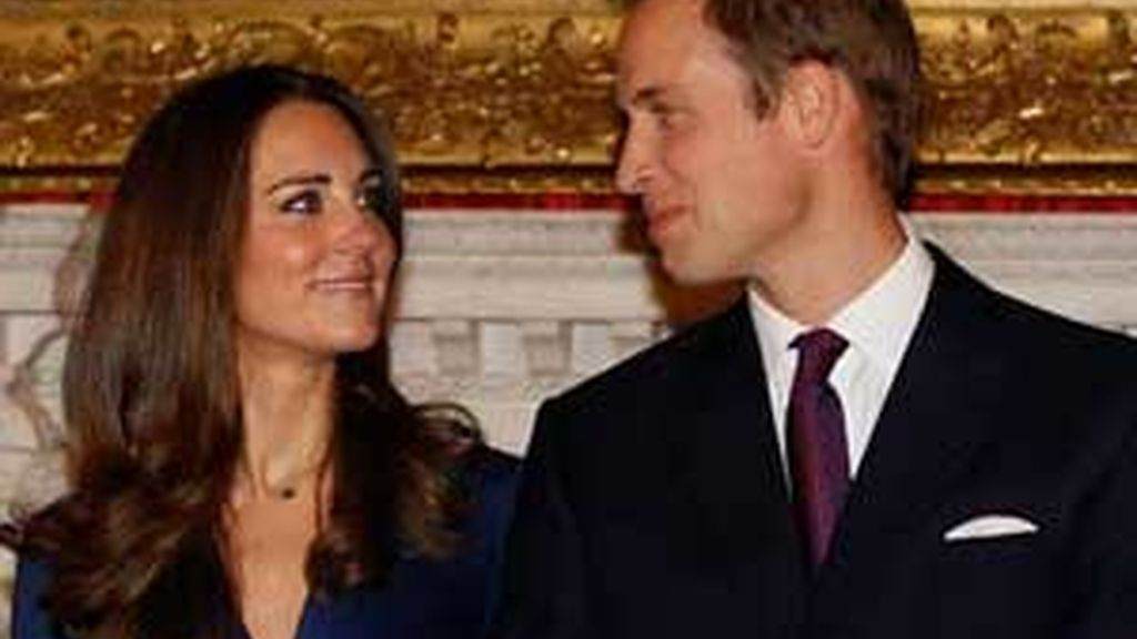 El príncipe Guillermo y Kate Middleton posan como prometidos. Vídeo: Informativos Telecinco