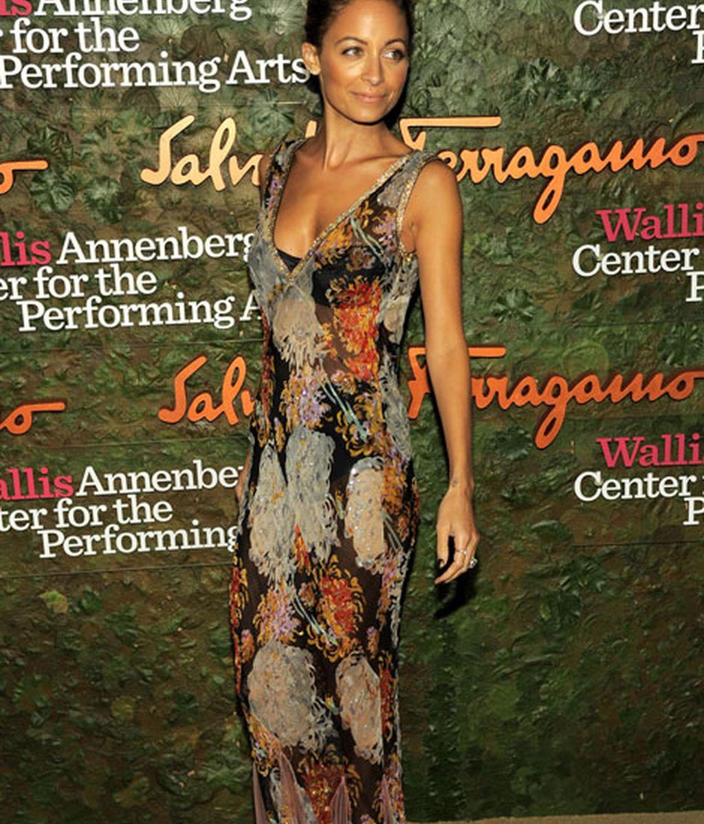 Nicole Richie eligió un floreado vestido