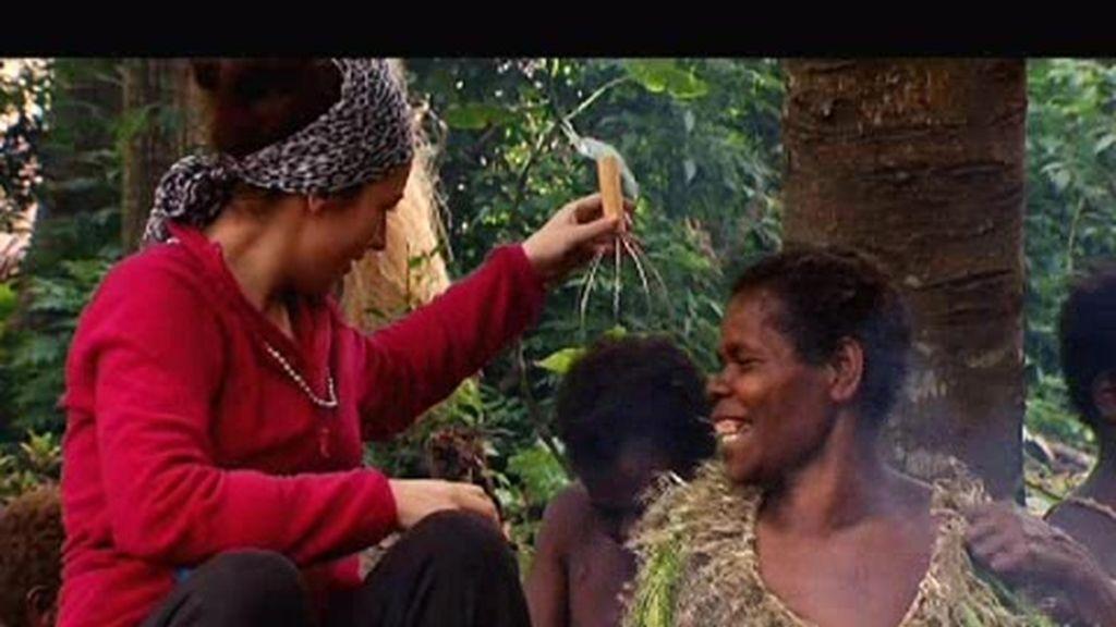 Vídeos Inéditos. Las mujeres Nakulamené descubren el masajeador de cabeza