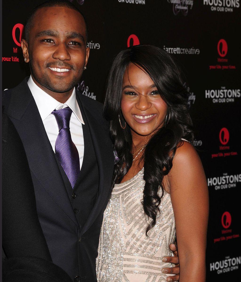 La hija de Whitney Houston se compromete con su hermanastro