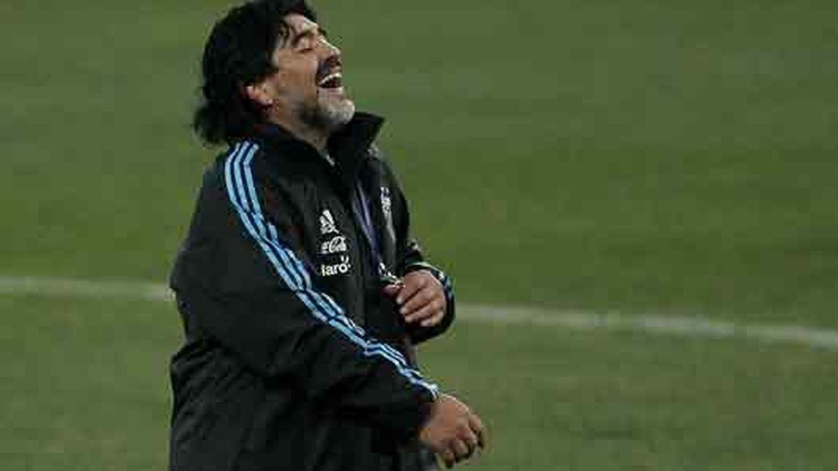 Maradona está dispuesto a correr desnudo por Buenos Aires si Argentina gana el Mundial