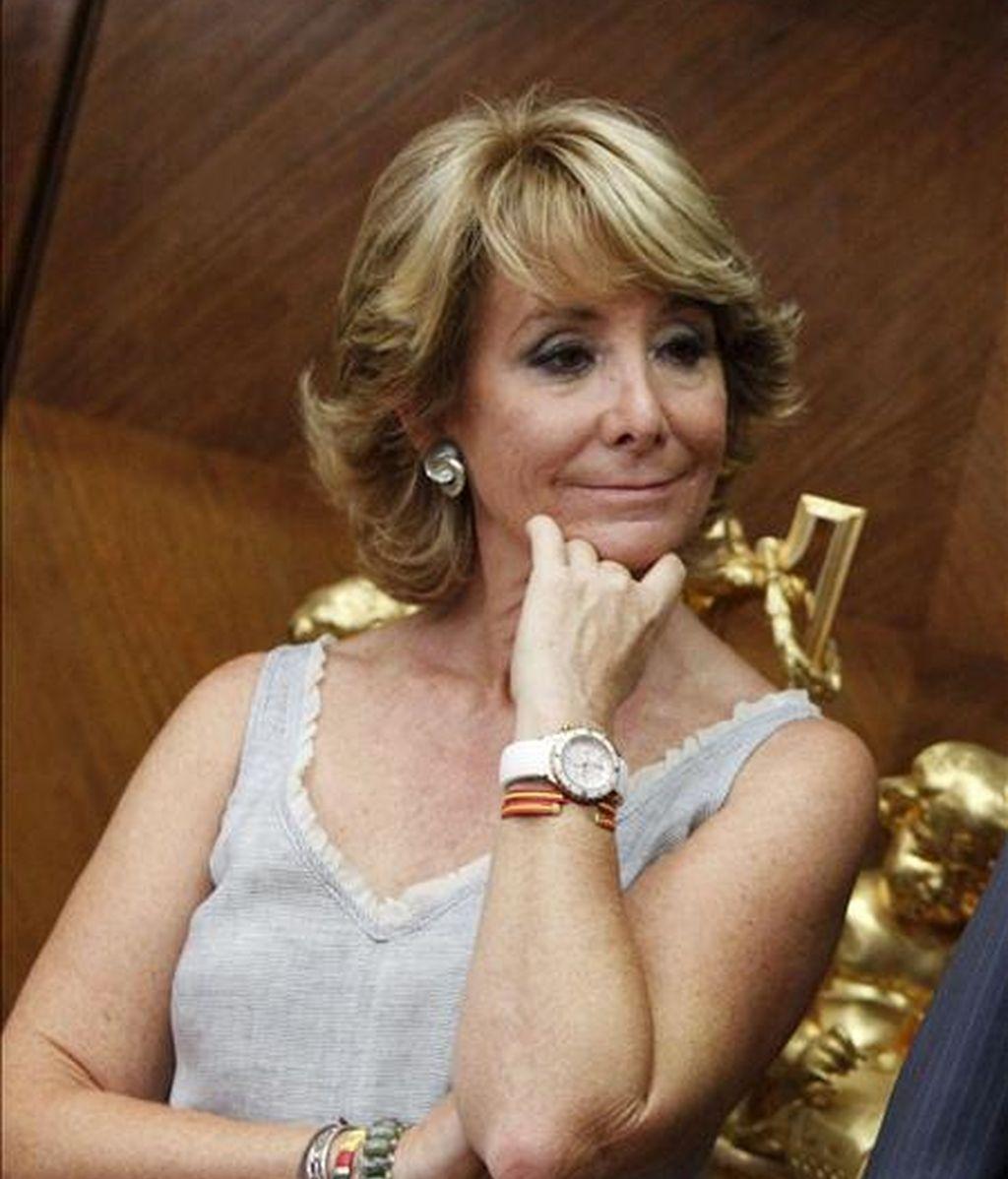 La presidenta de la Comunidad de Madrid, Esperanza Aguirre, ayer en el Ministerio de Educación. EFE