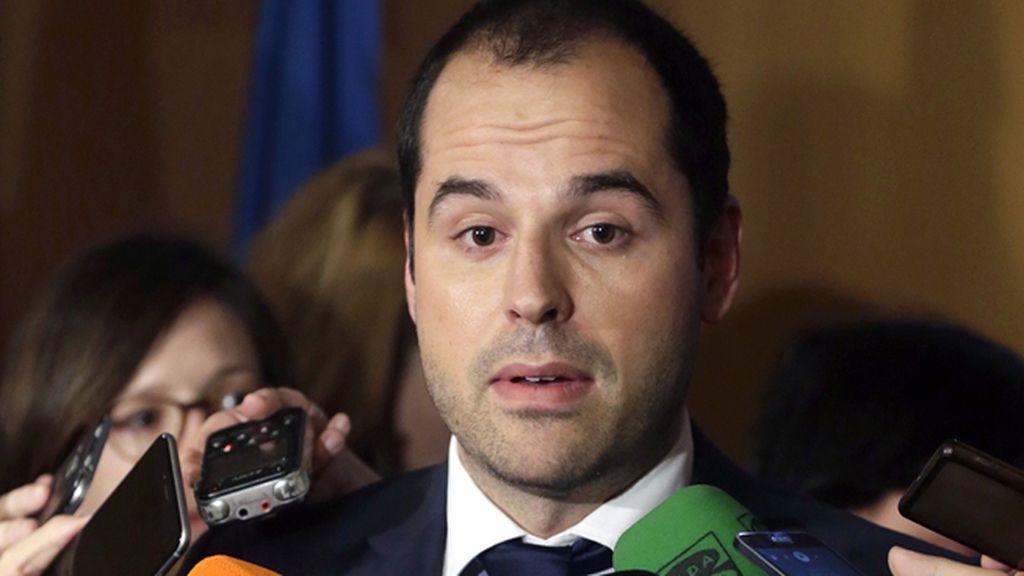 """Aguado cree que Borox """"ha dado una gran lección"""" a los políticos imputados"""