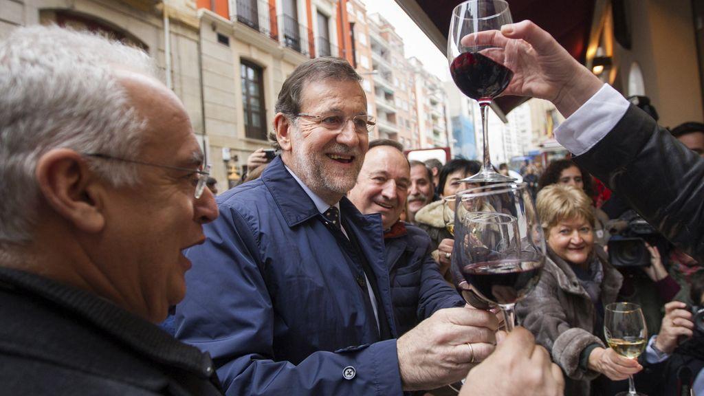 El presidente del Gobierno, Mariano Rajoy, en campaña en Logroño