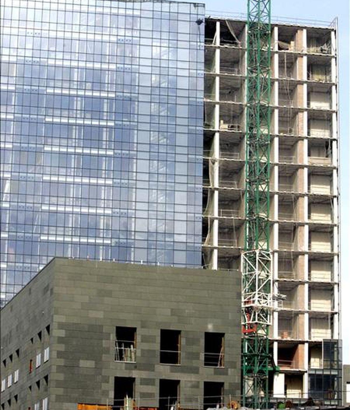 Imagen de una torre de viviendas en construcción. EFE/Archivo