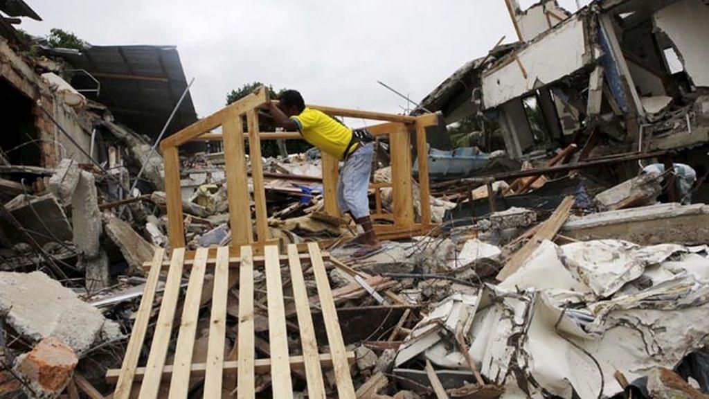 Aumenta a 659 muertos el balance del terremoto de Ecuador