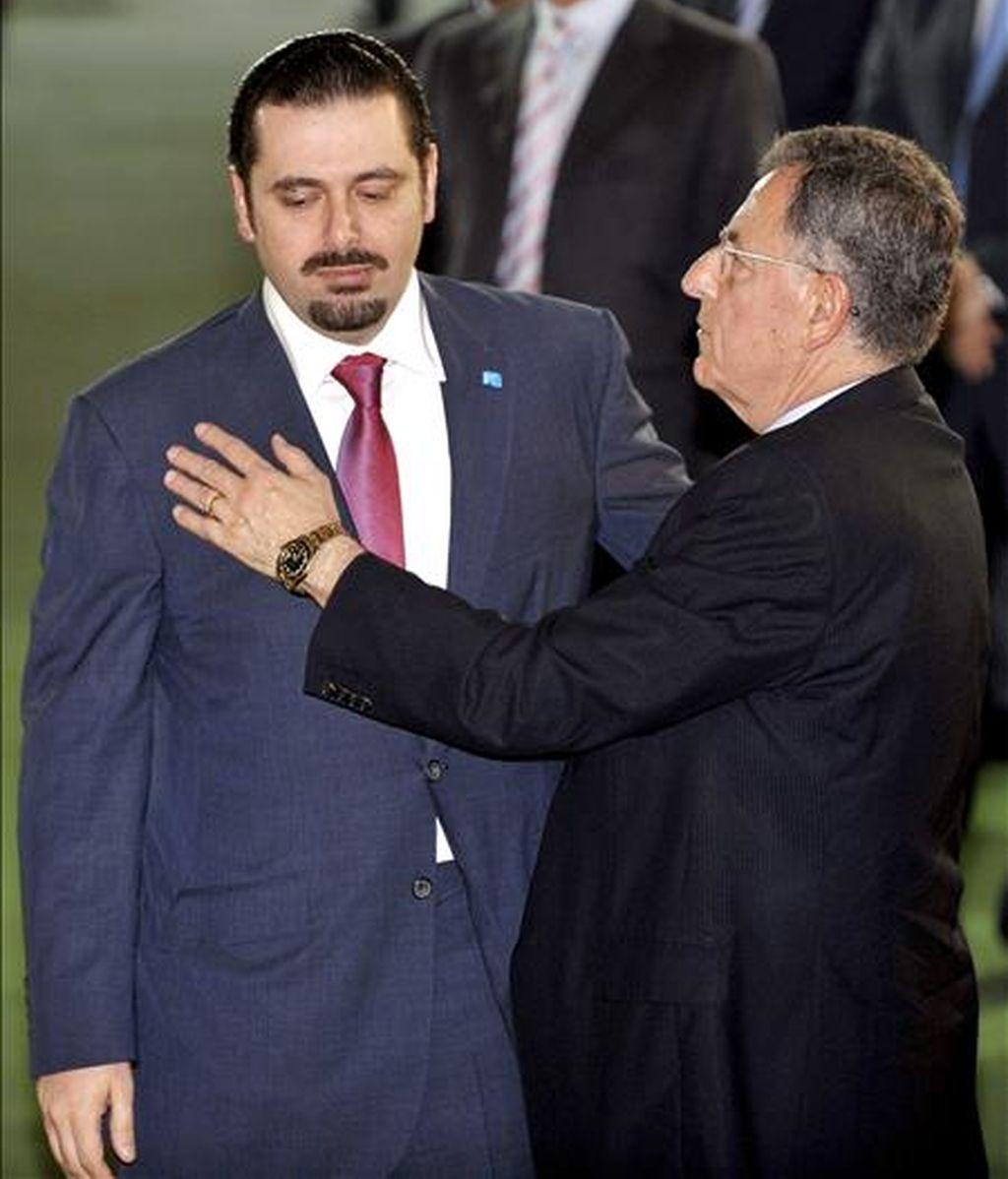 El líder de la mayoría parlamentaria libanesa, Saad Hariri (izq.), junto al hasta ahora primer ministro libanés, Fuad Siniora. EFE