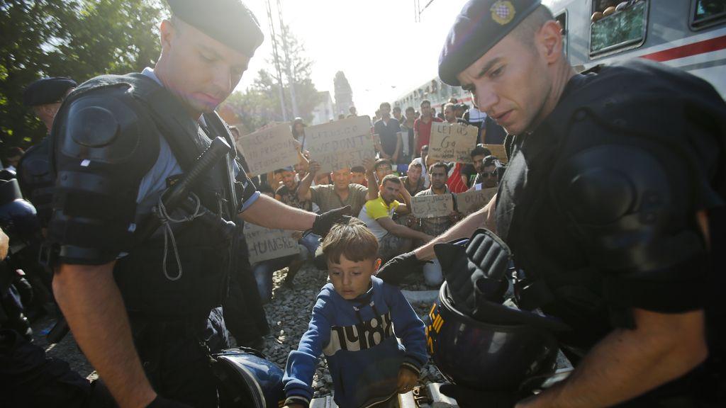 Croacia amenaza con no registrar ni dar cobijo a los miles de refugiados que recibe