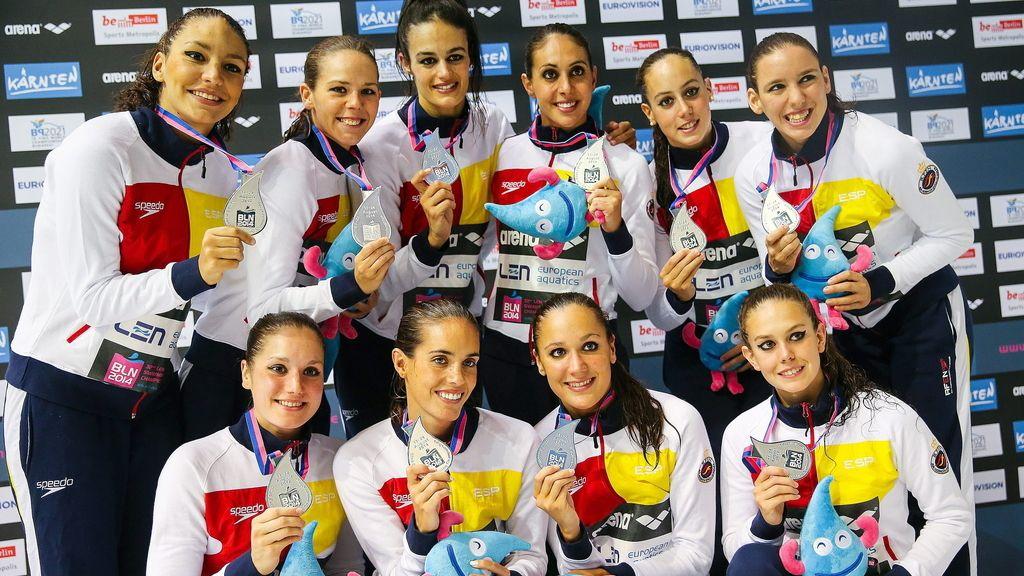 La selección española de sincronizada, con la medalla de plata