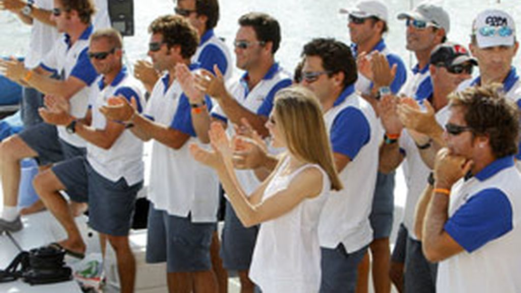 La princesa Letizia en el Club Naútico de Palma de Mallorca donde presenció la última jornada de la 30 edición de la Copa del Rey de Vela que ha concluido hoy en la Bahía de la capital balear.  Foto: EFE