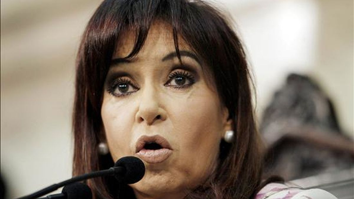La presidenta argentina, Cristina Fernández, viajará el próximo jueves junto a representantes de otros países que acompañarán a Zelaya, indicaron portavoces gubernamentales sin dar otros detalles. EFE/Archivo