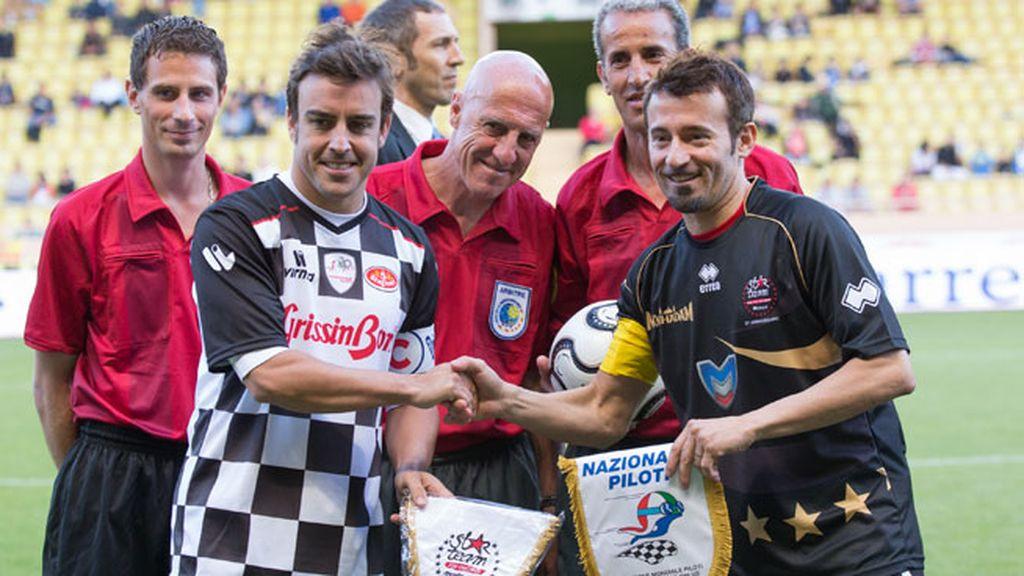 Fernando Alonso y Max Biaggi, enfrentados en el campo