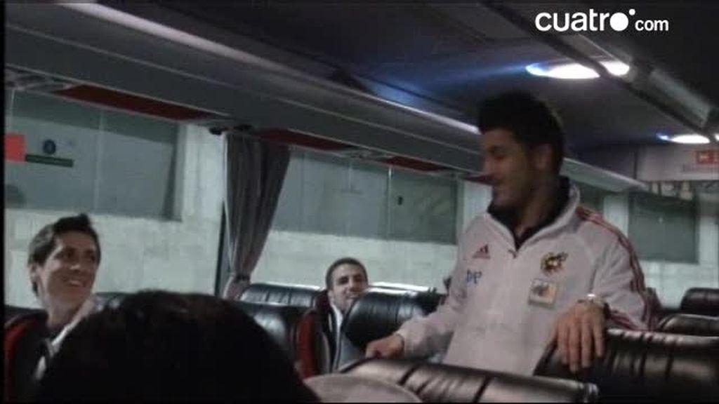 AVANCE. La vida en el bus de 'La Roja' y los 'piques' a Villa