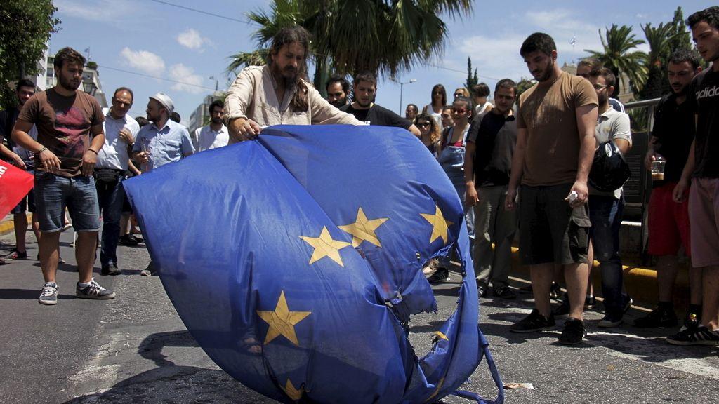Seguidores del sí y del no se movilizan en Grecia poco antes del referéndum