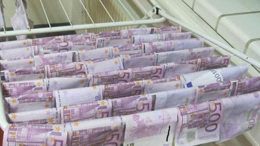 Un joven encuentra 100.000 euros flotando en el agua de un rio