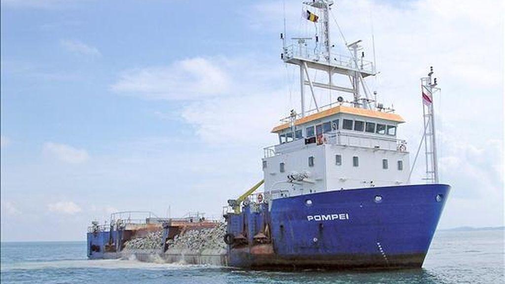 """Fotografía con fecha desconocida y facilitada por el grupo Jan De Nul Group, que muestra la embarcación belga 'Pompei'. El buque belga """"Pompei"""" y su tripulación, capturados por piratas somalís el 18 de abril pasado, fueron liberados hoy, según anunció el primer ministro, Herman Van Rompuy. EFE/Archivo"""