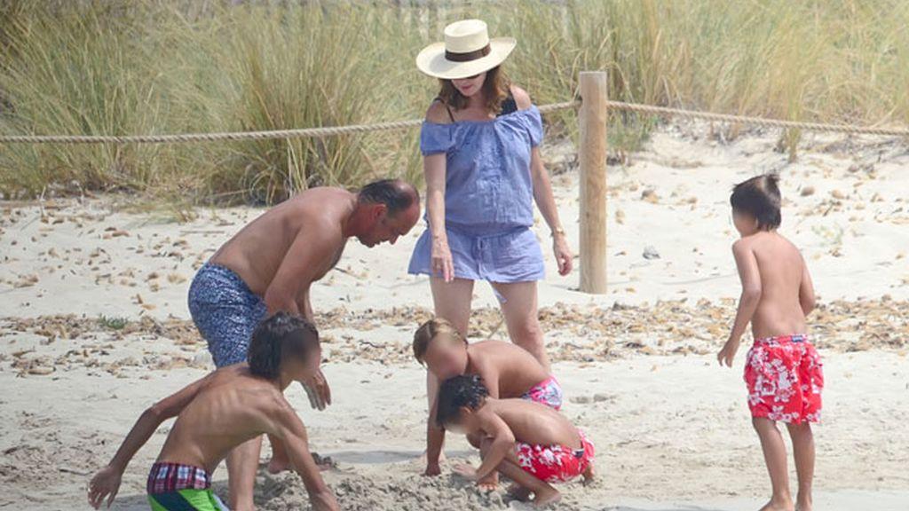 Las vacaciones familiares de la periodista Ana Rosa Quintana