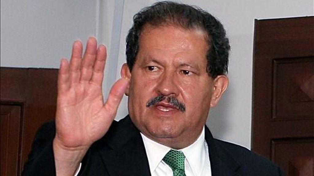 """El vicepresidente electo de Colombia, Angelino Garzón, dijo hoy que se le exige a la guerrilla """"que deje en libertad a todas las personas secuestradas sin condiciones, cesar la práctica del secuestro, del terrorismo y de las minas antipersonales"""". EFE/Archivo"""