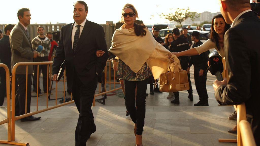 Isabel Pantoja entrando al juzgado de Málaga