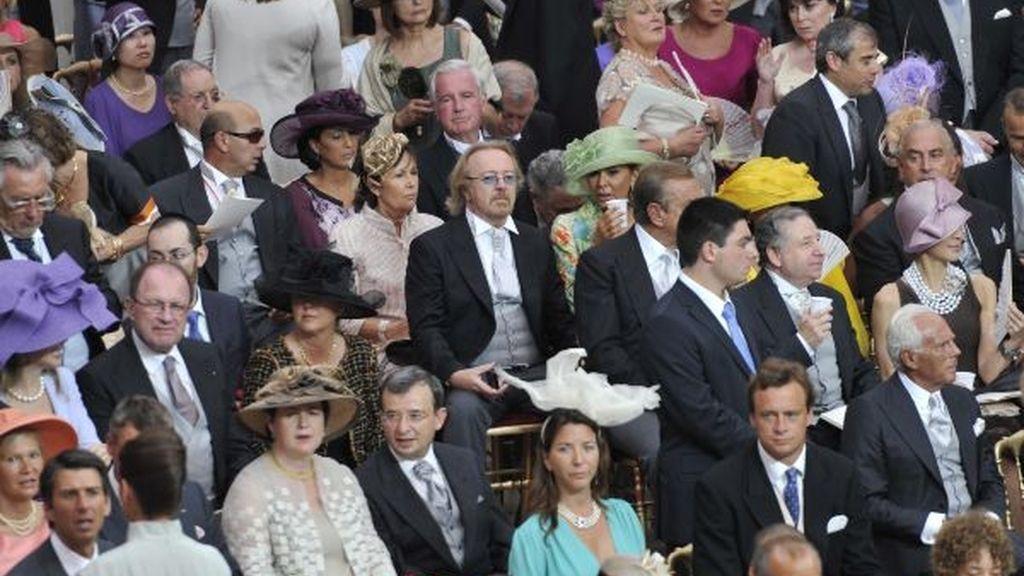 Los invitados esperan a que empiece la ceremonia