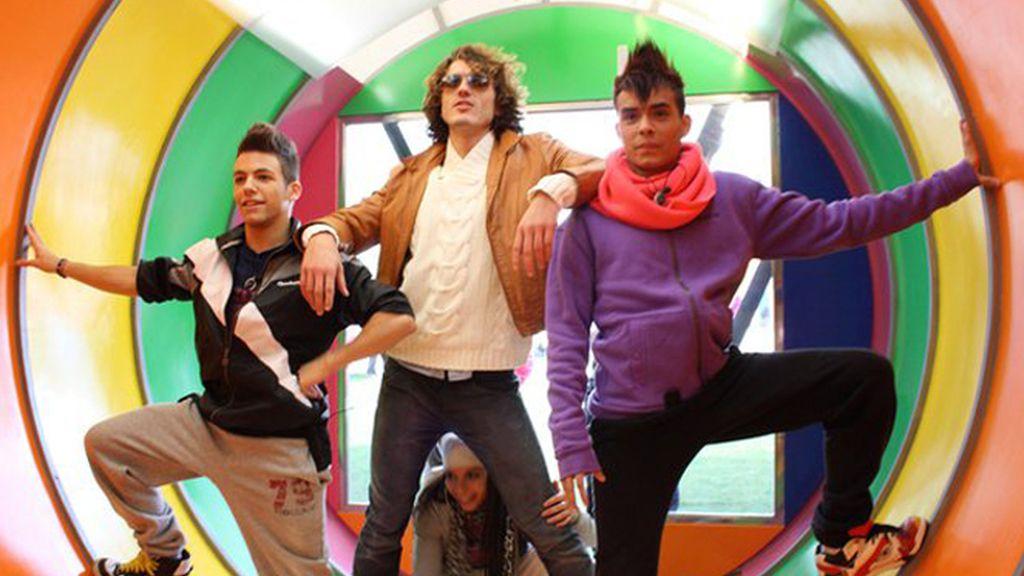 Pepe con Yron, Aarón y Yurena en el tubo multicolor