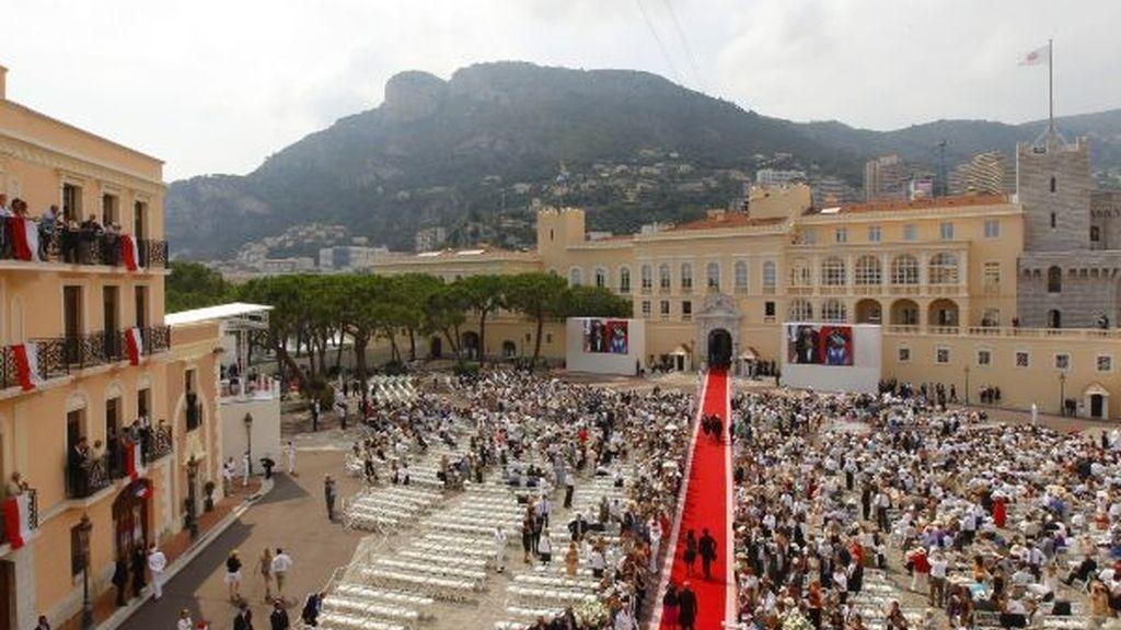 La alfombra roja hacia el Palacio Grimaldi
