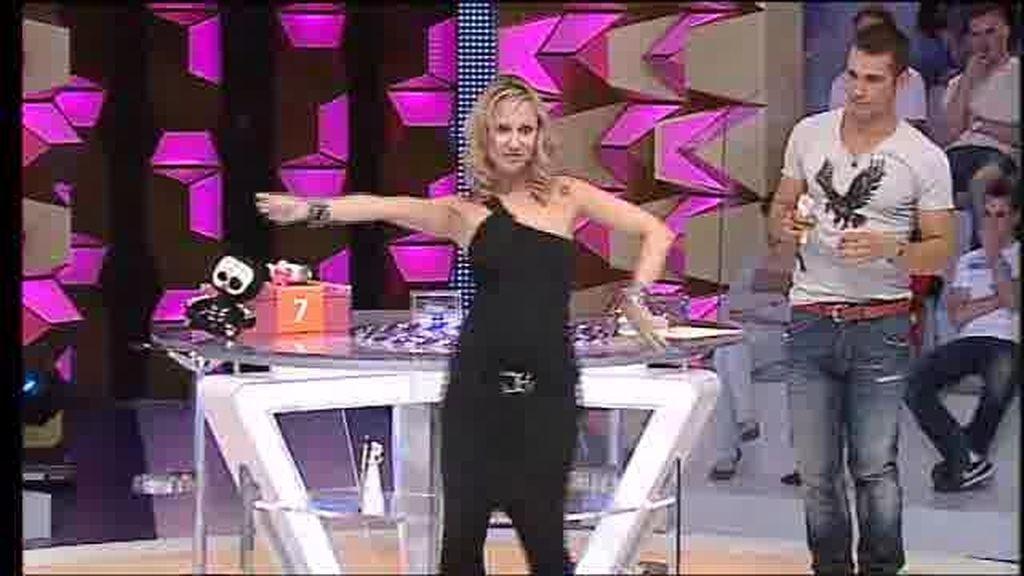 Ana baila la danza del vientre
