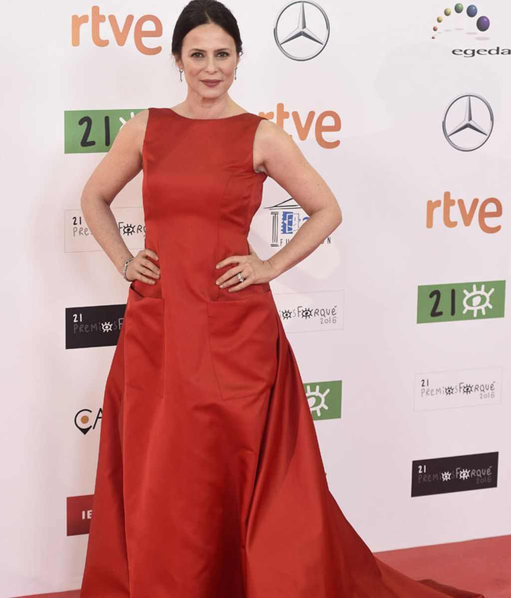 Aitana Sánchez Gijón eligió vestido largo rojo con cola