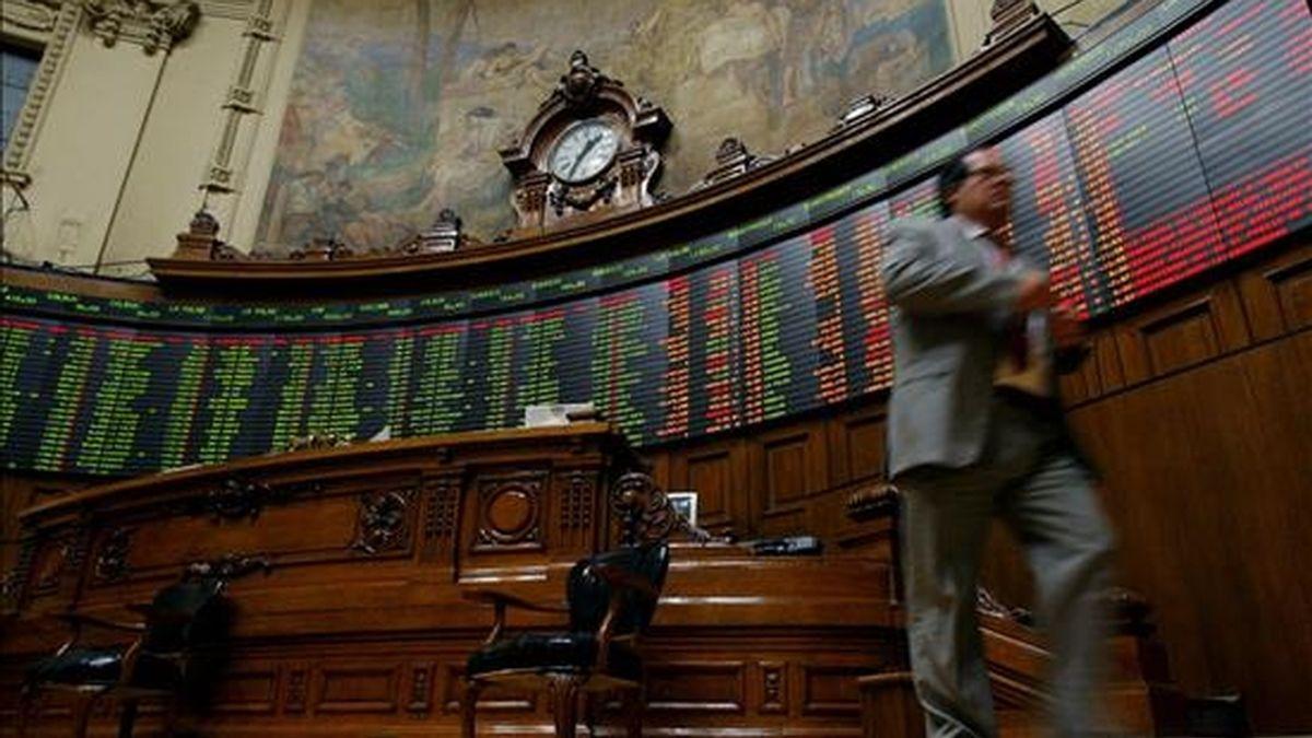 El IPSA de Santiago siguió la misma tendencia al aumentar el 0,12 por ciento y llegó a los 4.180,95 puntos, en una ronda bursátil que sumó 140.684.735.718 pesos (unos 262,96 millones de dólares). EFE/Archivo