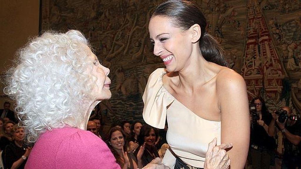 La ex modelo Eva González sabe que realza el cuello