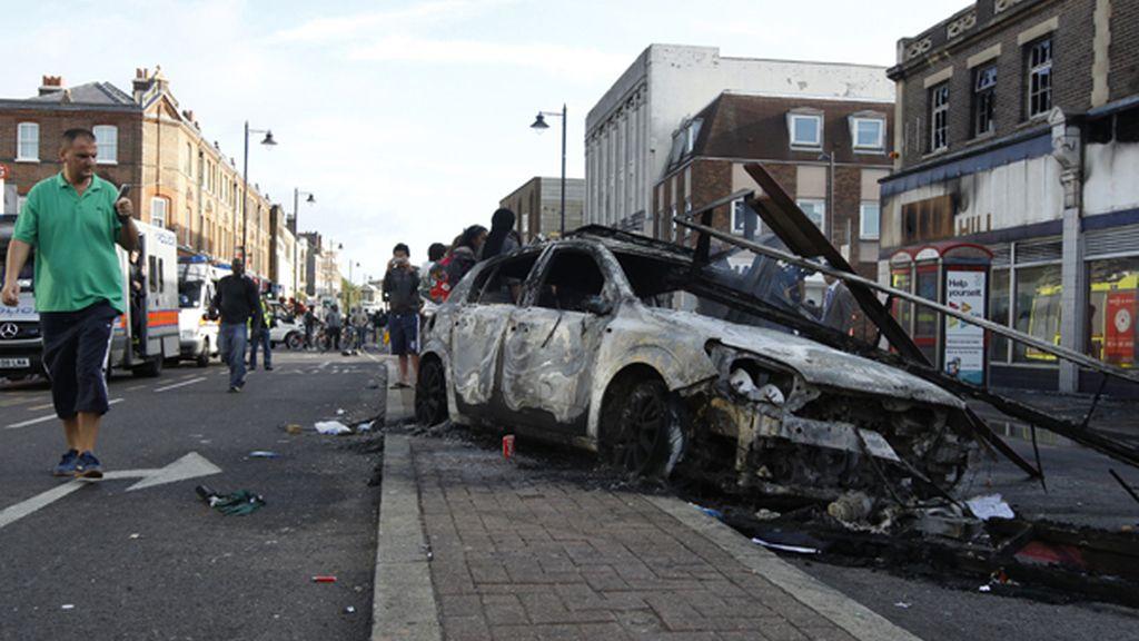 Graves disturbios en el barrio de Tottenham, al norte de Londres