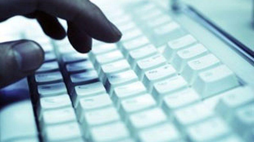 Un 'hacker' accedió a la base de datos de varias agencias estadounidenses robó información de trabajadores y las publicó en internet.