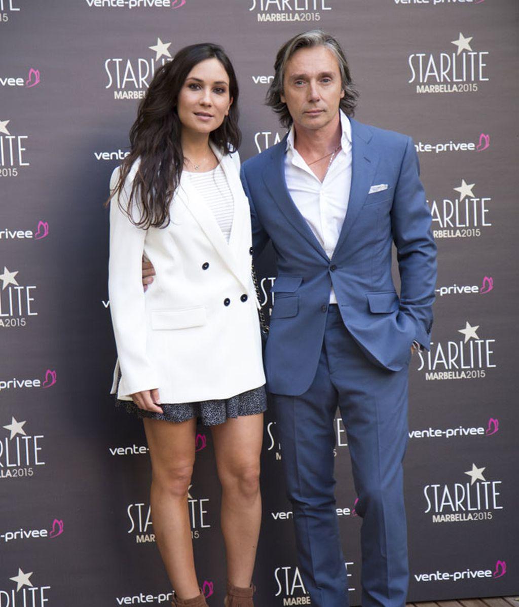 Israel Bayón y Cristina Sainz, de blanco primaveral