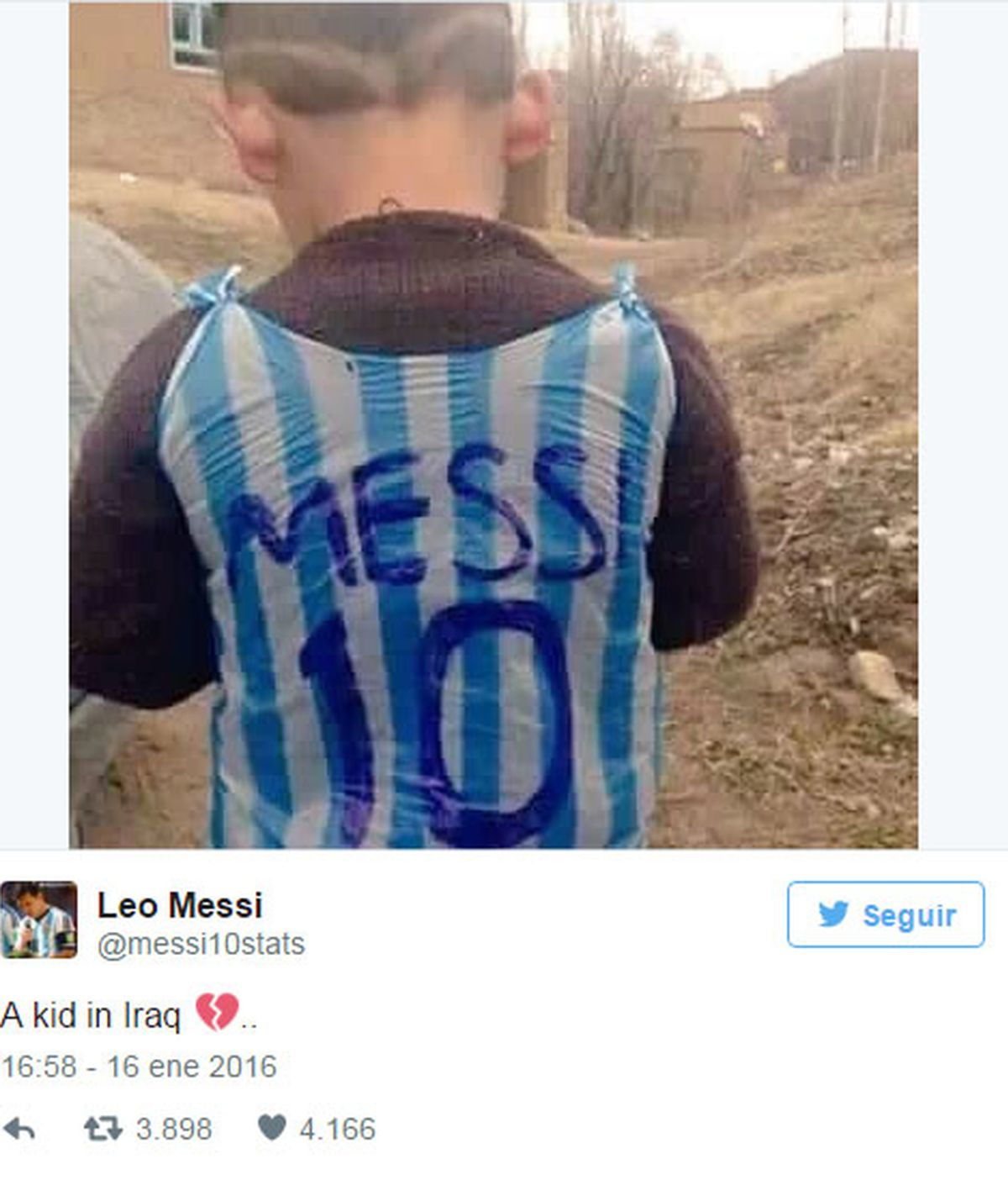 La camiseta improvisada de un pequeño fan de Leo Messi