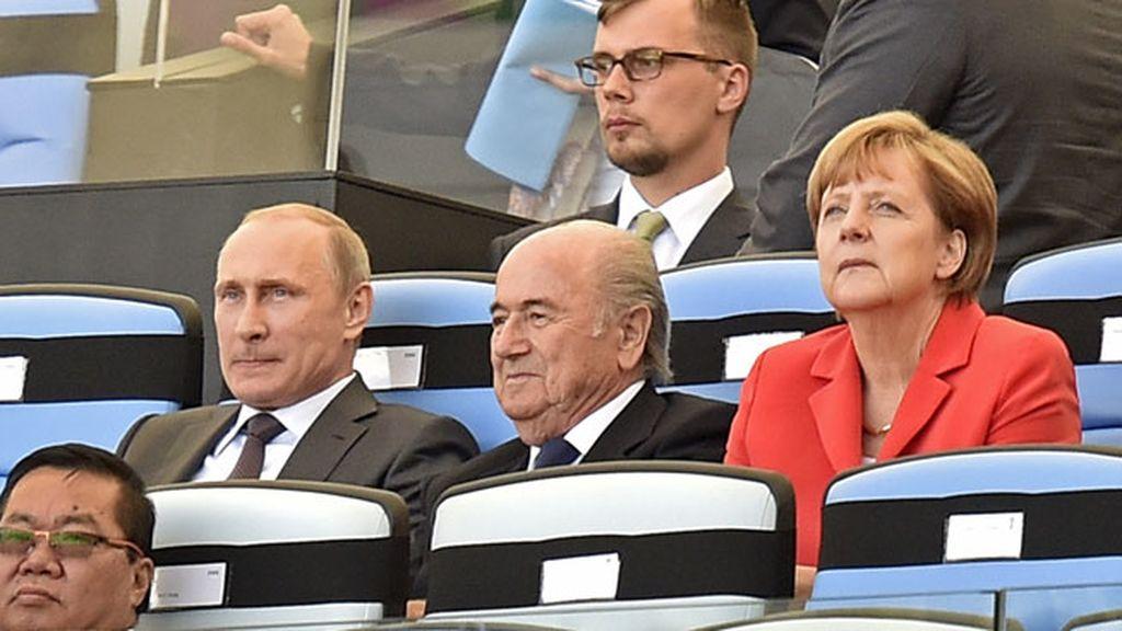Angela Merkel, Putin y Blatter, presidente de la FIFA, testigos de la final