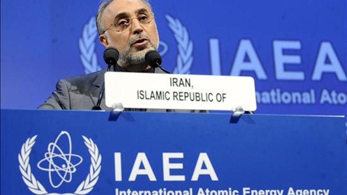 El jefe del programa nuclear de Irán, Ali-Akbar Salehi, pronuncia un discurso ante la 54 Conferencia General del Organismo Internacional de la Energía Atómica (OIEA) en Viena, Austria, el 20 de septiembre de 2010. EFE/Archivo