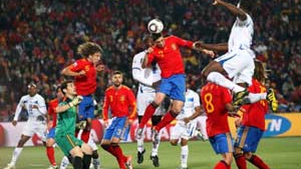 La identidad de La Roja se basa en el juego de toque y de control del balón. Foto: EFE.