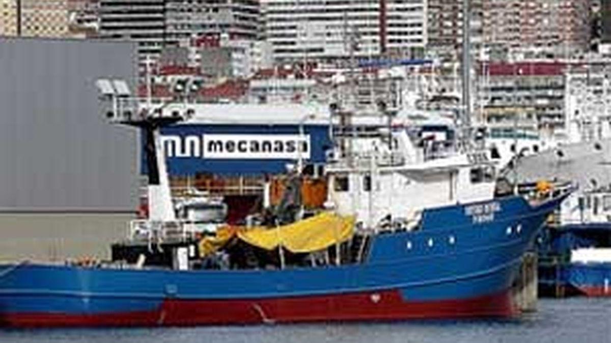 El pesquero Oturbe Berria repele el ataque. Foto: digitalseas.com