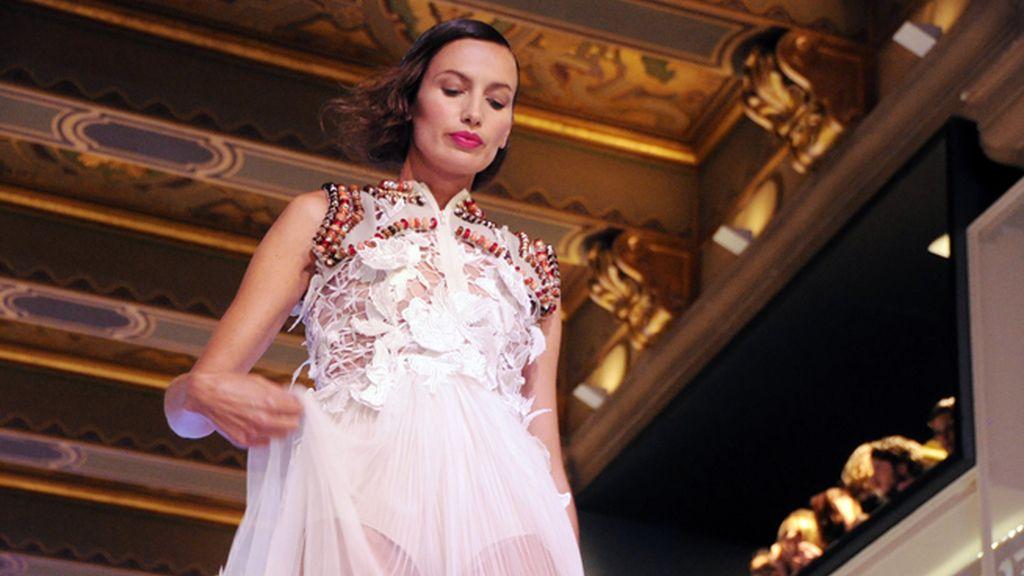 La top Nieves Álvarez fue, sin duda, la estrella del desfile