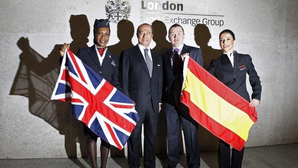 El CEO de IAG, Willie Walsh con el consejero delegado de IAG Antonio Vazquez el pasado 24 de enero en Londres.