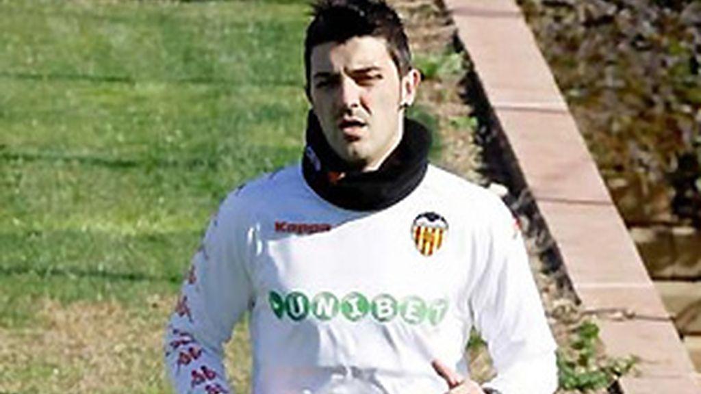 Villa se ha entrenado en solitario en Paterna para estar ante el Atlético. Vídeo: Informativos Telecinco.